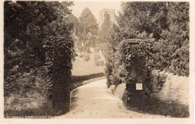 4500_086_Ft Washington PA Postcard_St Thomas Churchyard Entrance